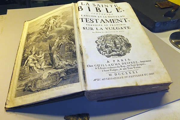 Restauration d'une bible du 18ème siècle