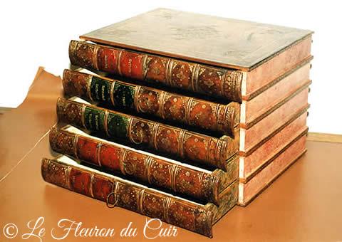 Boite de rangement en faux dos de livres ancien