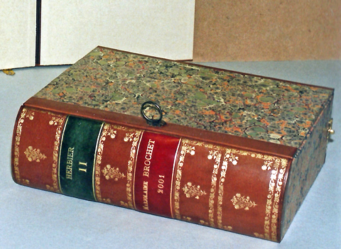 Boite à herbier en forme de livre ancien
