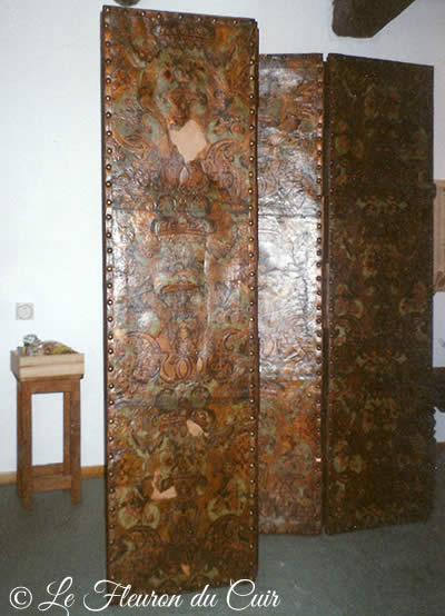 Paravent en cuir de Cordou après restauration