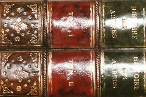 Réédition d'une boite 18e en forme de livres anciens
