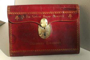 Restauration d'un portefeuille du 18e siècle