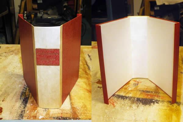 Chemise étui sur mesure pour un livre en parchemin