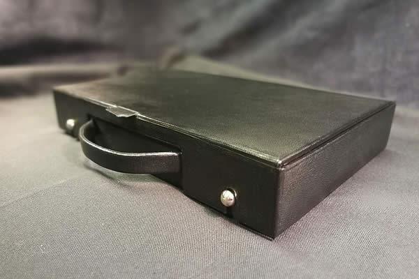 Reproduction d'un coffret en cuir pour un jeu de mahjong