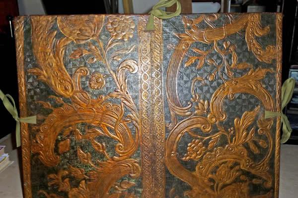 Restauration de carton à dessin du 18ème siècle en cuir de Cordoue