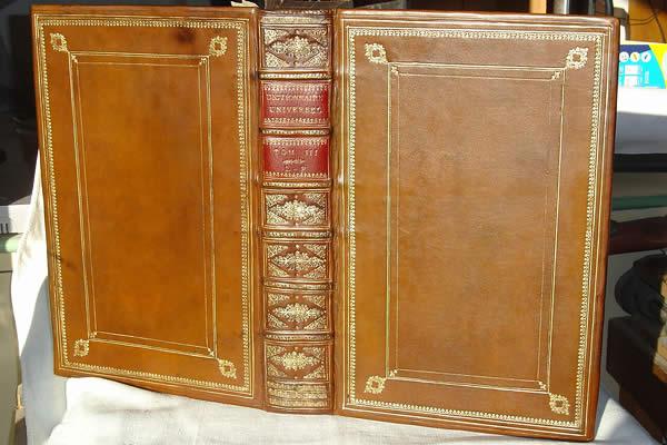 Restauration d'un livre ancien, dictionnaire de Furetière